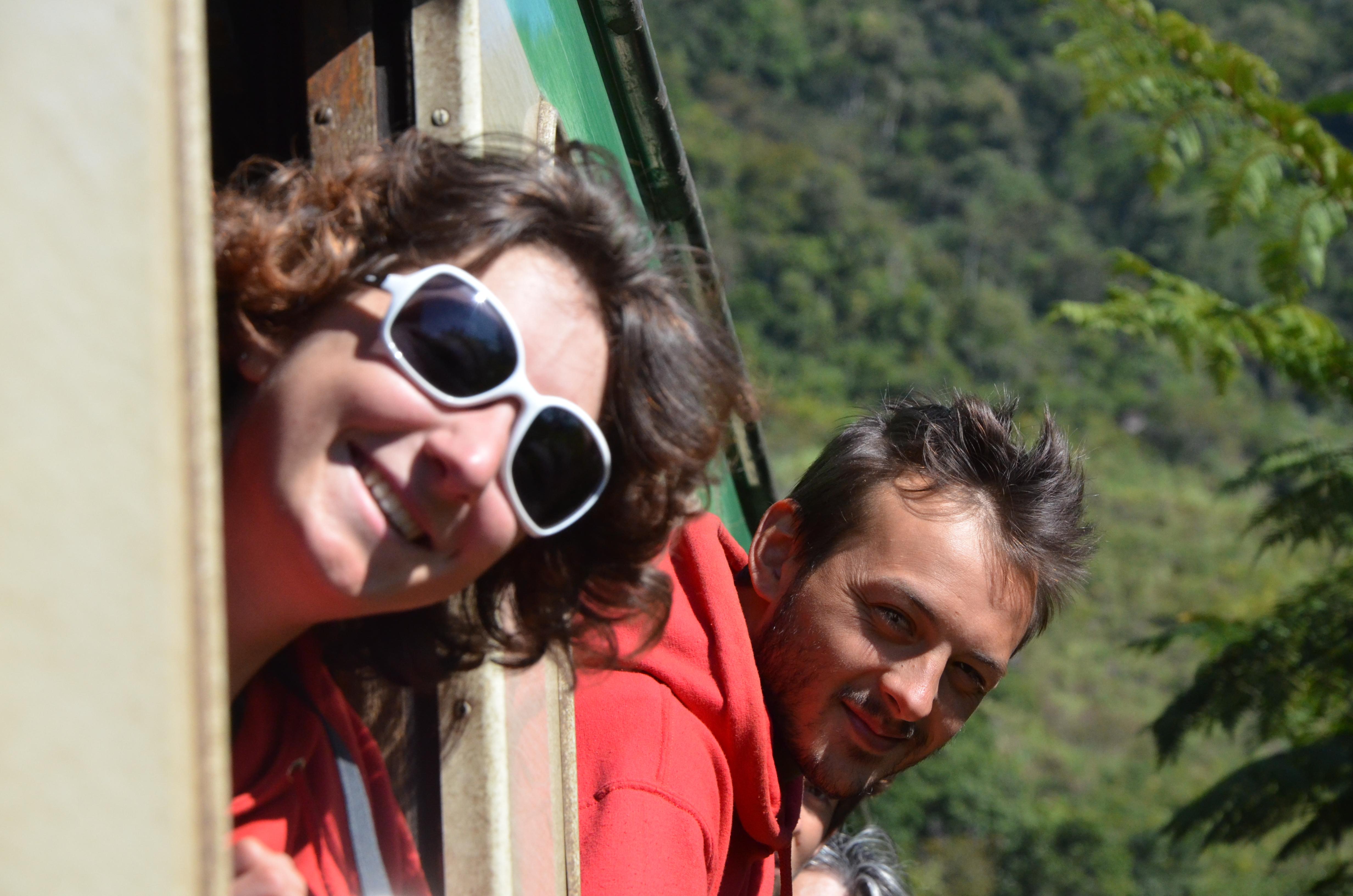 Daria et Bastien dans le train