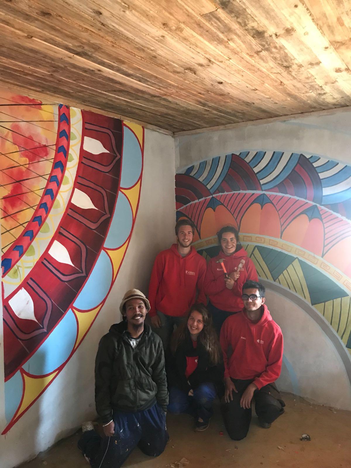 Peinture d'une des classes de l'école construite en 2017 et peinte en 2018.
