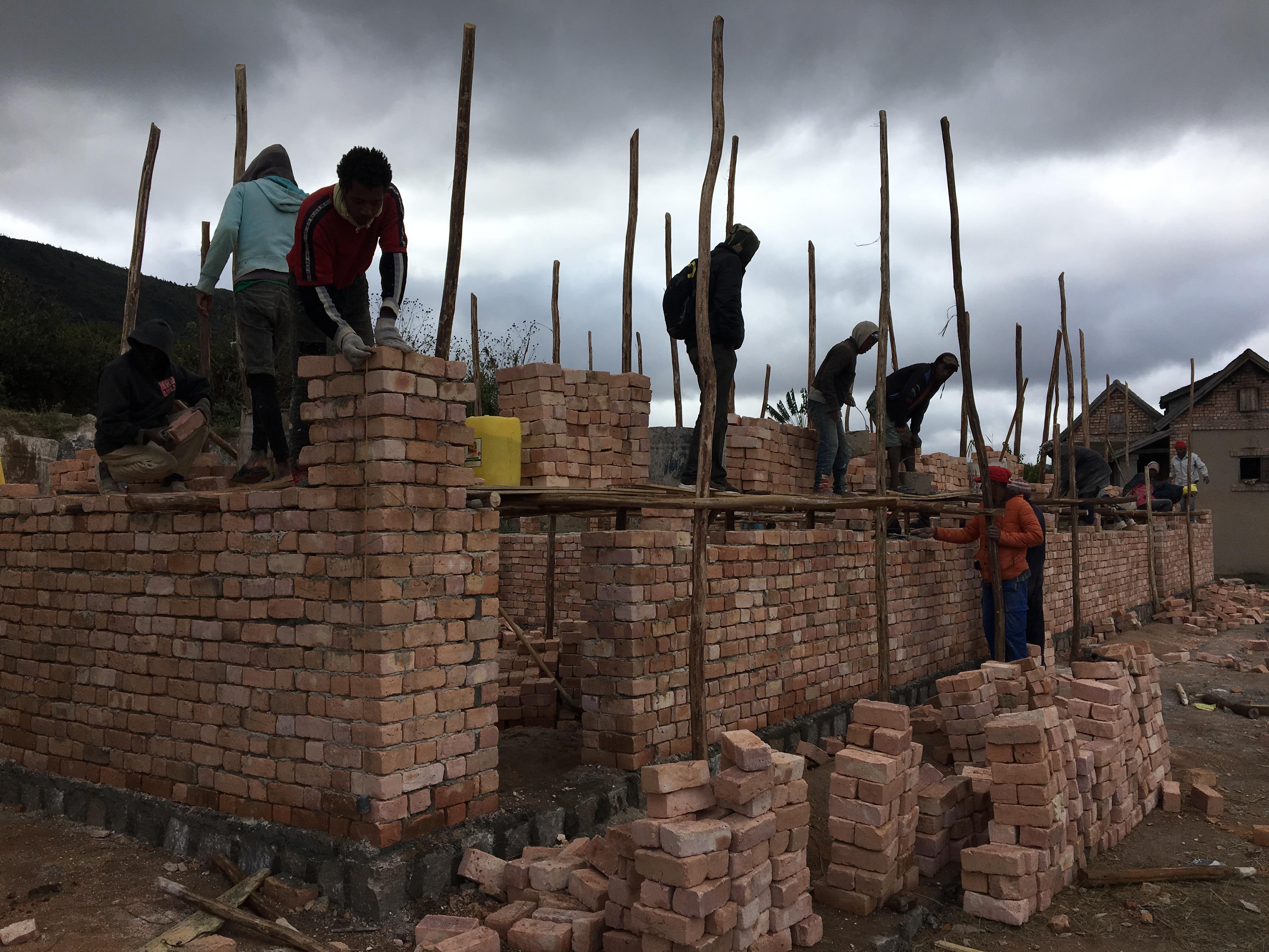 Construction de l'école de la mission 2018 dans le village d'Ambohibory.